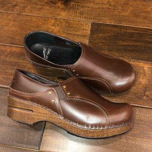Women's size 37(7) brown dansko clogs